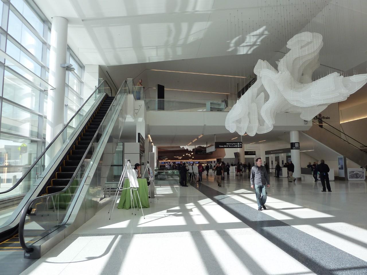 20110409-sfo-t2-departures-lobby-2